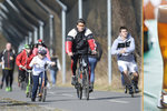 Senátoři chtějí zase povolit alkohol cyklistům. Papoušek jezdil sálem