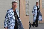Styl podle celebrit: Emma Thompson ve vzorovaném kabátku