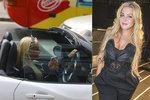 Barbie si koleduje o pokutu? Blondýna Myslivcová ani za volantem nepustila mobil z ruky
