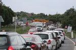Totální kolaps dopravy v Běchovicích: Lidé uvízli v kolonách, Českobrodskou teď chtějí zjednosměrnit