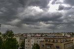 Do Česka dorazil déšť, výstraha před bouřkami platí pro 10 krajů. Sledujte radar
