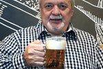 Během života už navařil neuvěřitelných 5,5 miliardy piv a pořád ho to baví!