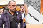 Foldyna je zklamaný z referenda ČSSD. Nebojujme se Zemanem o Pocheho, varuje