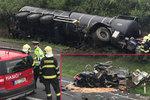 Tragédie u Slaného: Cisterna plná asfaltu se srazila s dodávkou. Řidič náklaďáku zemřel