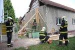8metrová zeď domu v Řepích hrozila pádem! Hasiči museli část zbourat