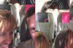 Šokující video z letadla: Roztoužený pár si to rozdal v poslední řadě během letu!