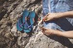 Boty jsou nedílnou součástí každé dovolené. Ať už plánujete projít všechny památky nebo spíš relaxovat u moře, budete potřebovat alespoň dva páry. Jaké boty si tedy vzít s sebou?