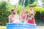 Žádná voda do bazénů, žádné zalévání! V obcích na jihu Moravy zavádí kvůli tropům mimořádná opatření
