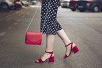 Barevné boty: S čím je kombinovat, aby to nebylo už moc, a kde je koupit?