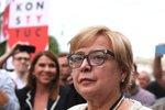 Elitní soudkyni nutili v Polsku do důchodu. Odmítla a podpořily ji stovky lidí