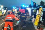 Šílená nehoda u Pasohlávek: Kvůli mikrospánku řidiče zemřela žena, 9 lidí včetně dětí bylo zraněno