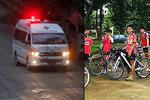 Potápěči zachránili první chlapce z jeskyně, 9 lidí zbývá. Proč Thajci přerušili evakuaci?