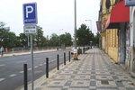 V Praze 7 se rozšířily sloupky, které brání parkování na chodníku. Jsou už i na nábřeží