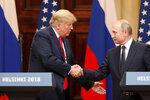 Trumpa kvůli Putinovi kritizují v Americe i republikáni. Nedokázal se mu prý postavit na summitu