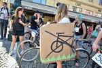 Soud zrušil omezení cyklistů na pěších zónách v centru Prahy. Radnice zvažuje stížnost