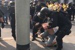 Fotbaloví fanoušci z Opavy dorazili do Prahy. Při pochodu na Letnou zasahovala policie