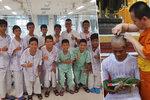 Chlapci z thajské jeskyně vstoupili do kláštera. Jsou z nich buddhističtí novici