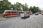 Na Karlově náměstí nejezdily tramvaje. Necelých sedm hodin se opravovala škoda po nákladním autě