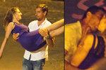 Hříšný tanec Romana Šebrleho: Divoká líbačka s cizí dívkou v modrém!