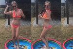 Roztančená Ochotská už kostmi nechrastí: Taneček v bikinách v dětském bazénku