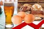 Vedro a sucho nám sáhne do peněženek: Kolik si připlatíme za pečivo, pivo, vejce či maso?