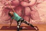 Nejstarší instruktorka jógy slaví 100 let! Podívejte se, co dokáže se svým tělem
