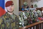 Sbohem, hrdino. S vojákem Patrikem (†25) se v Plzni rozloučily stovky lidí