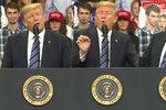 Co to žvaní? Mladík dělal grimasy za Trumpovými zády, vyvedli ho ze záběru
