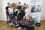 Účastníci projektu se Zuzanou Mravík Zelenickou,  CSR manažerkou Samsung, a Lucií Mairychovou z neziskové organizace Nadání a dovednosti