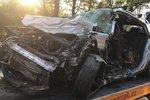 Tragická nehoda u Votic: Po srážce kamionu s osobákem zemřeli dva lidé, další bojuje o život