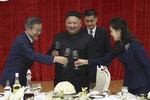 Kim hostil Muna na luxusním banketu. Pálenkou i polévkou ze žraločích ploutví