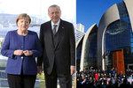 Novinka pro muslimy: Obří mešitu otevřel v Německu Erdogan. Po snídani s Merkelovou