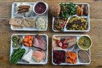 Takhle vypadají školní obědy v USA, ve Francii a na Ukrajině. Jak dopadlo Česko?