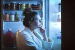 Honí vás mlsná zejména v noci? Na smažené a sladké samozřejmě rychle zapomeňte, existují ale potraviny, které zaženou vaše chutě. A navíc po nich nic nepřiberete.
