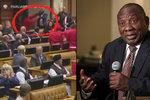 Bitka v parlamentu. Vzduchem létaly pěsti a rasistické urážky, prezident jen přihlížel