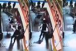 Bratrská láska?! Chlapec strčil sourozence z eskalátoru v nákupním košíku