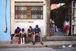 Kubánci se dočkali internetu v mobilech. Dovolit si to mohou jen někteří