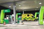 Další pokus o upálení?! Namol zpitý muž se na benzince polil hořlavinou, zadrželi ho policisté