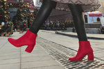 Nezbytnou součástí každého zimního botníku jsou především kozačky. Jaké jsou letos v obchodech a se kterými opravdu zabodujete? My jsme za vás našly ty nejhezčí kousky!