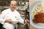 """""""Když nejlepší řízek, tak ten vídeňský z telecího masa,"""" říká uznávaný šéfkuchař Alcron restaurant Roman Paulus (40), jenž prozradil postup na dokonalý řízeček od naklepání až na talíř."""
