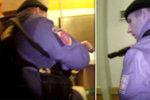 Policejní akce naživo: Služební pes recidivistu málem knokautoval!