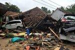 V Indonésii udeřilo silné zemětřesení. Úřady varují před tsunami, lidé panikaří
