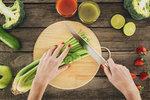 Celer je jedna z nejzdravějších zelenin. Obsahuje hodně draslíku, hořčíku, vitaminů A, B, C i K, spoustu fytonutrientů, které působí protizánětlivě, i látek, které mají antioxidační vlastnosti. Podle odborníků je pravidelná konzumace celeru prospěšná pro naši imunitu i celkové zdraví. Jaké další benefity vědci během výzkumů potvrdili? Jsou to tyhle!