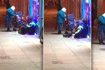Dobří lidé nevymřeli: Stařenka (72) obchází v mrazech bezdomovce a dává jim teplé jídlo