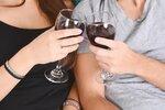 """Sex za střízliva? Češi """"to"""" bez alkoholu nezvládají, říkají odborníci"""