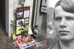 Jana Zajíce (†18) na Václavském náměstí uctili i jeho sourozenci. Upálil se před 50 lety, na místě instalují pamětní desku