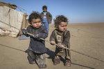Francouzi a Nizozemci si přebrali 14 syrských sirotků z rodin džihádistů