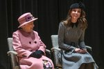 Královna s vévodkyní Kate ve skvělé náladě! Zábavné odpoledne si obě užily