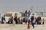 Francie přijme další sirotky ISIS. V táborech v Sýrii živoří tisíce dětí džihádistů