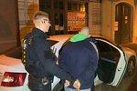 Mysleli si na bohatství, skončili v poutech. Policie dopadla dva lupiče v centru Prahy